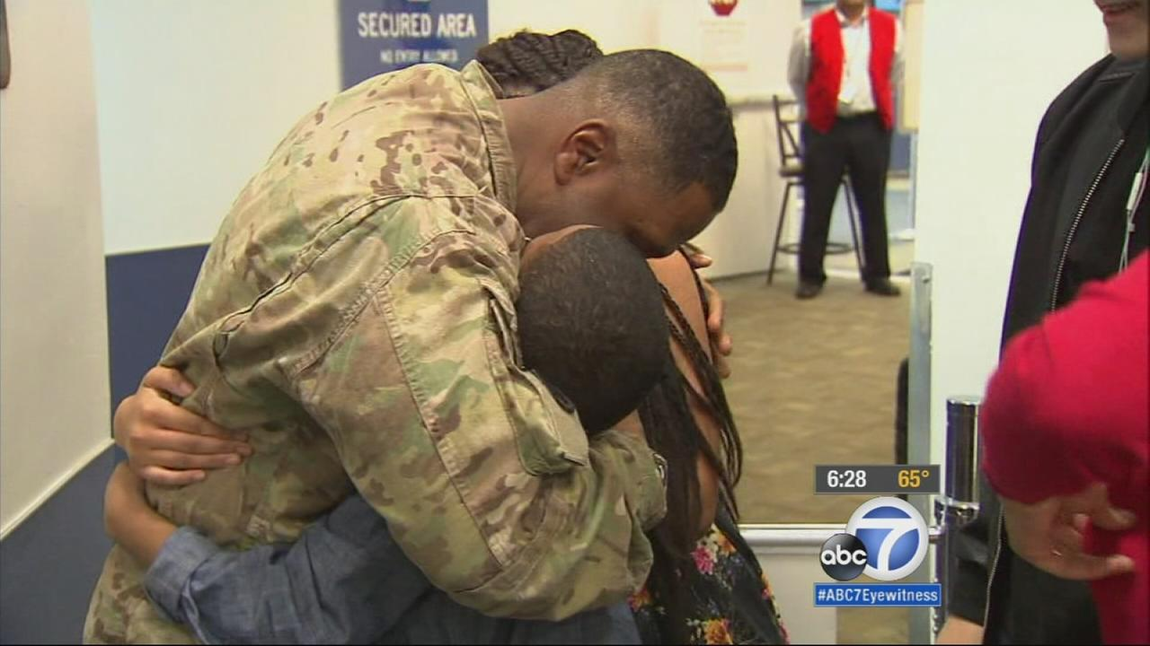 A soldier surprises his children on Christmas Eve by coming home from his deployment in Afghanistan.