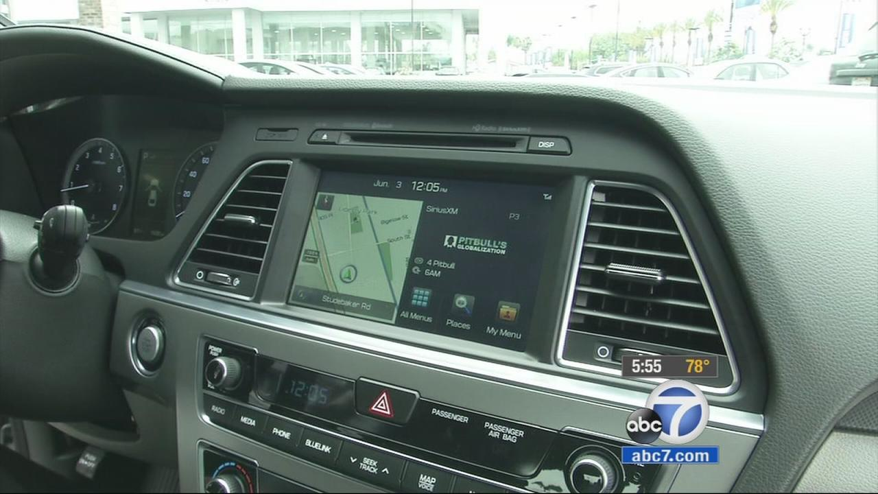 Automakers, like Hyundai, are turning to partnerships with Android and Apple to incorporate cellphones into a safer driving experience.