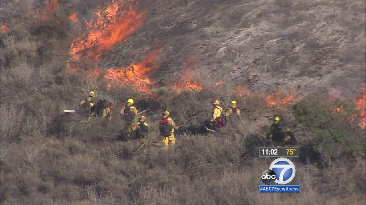 Firefighters work to contain a nearly 200-acre brush fire in the foothills of Simi Valley on Friday, Aug. 14, 2105.