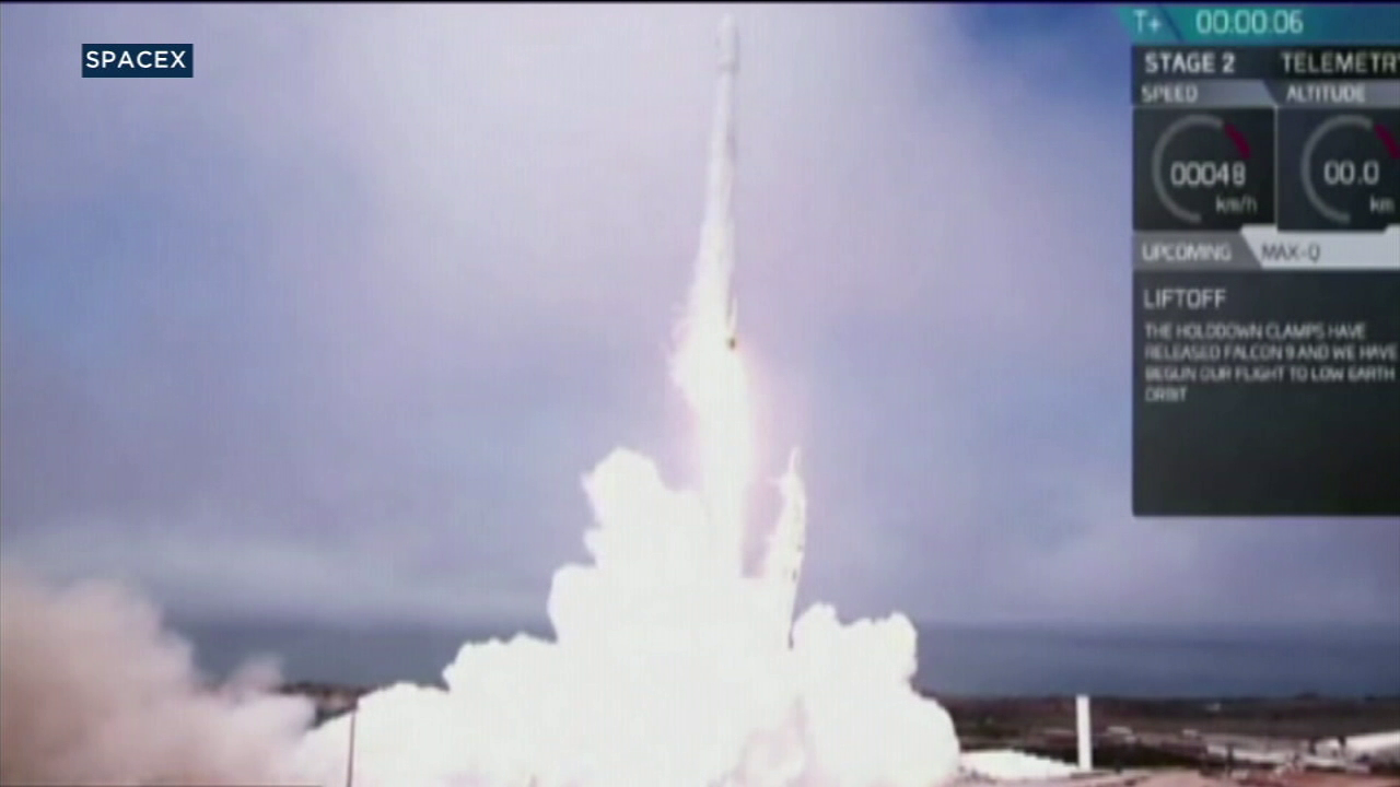 Lanzamiento del cohete desde la base de la fuerza aérea de Vandenberg
