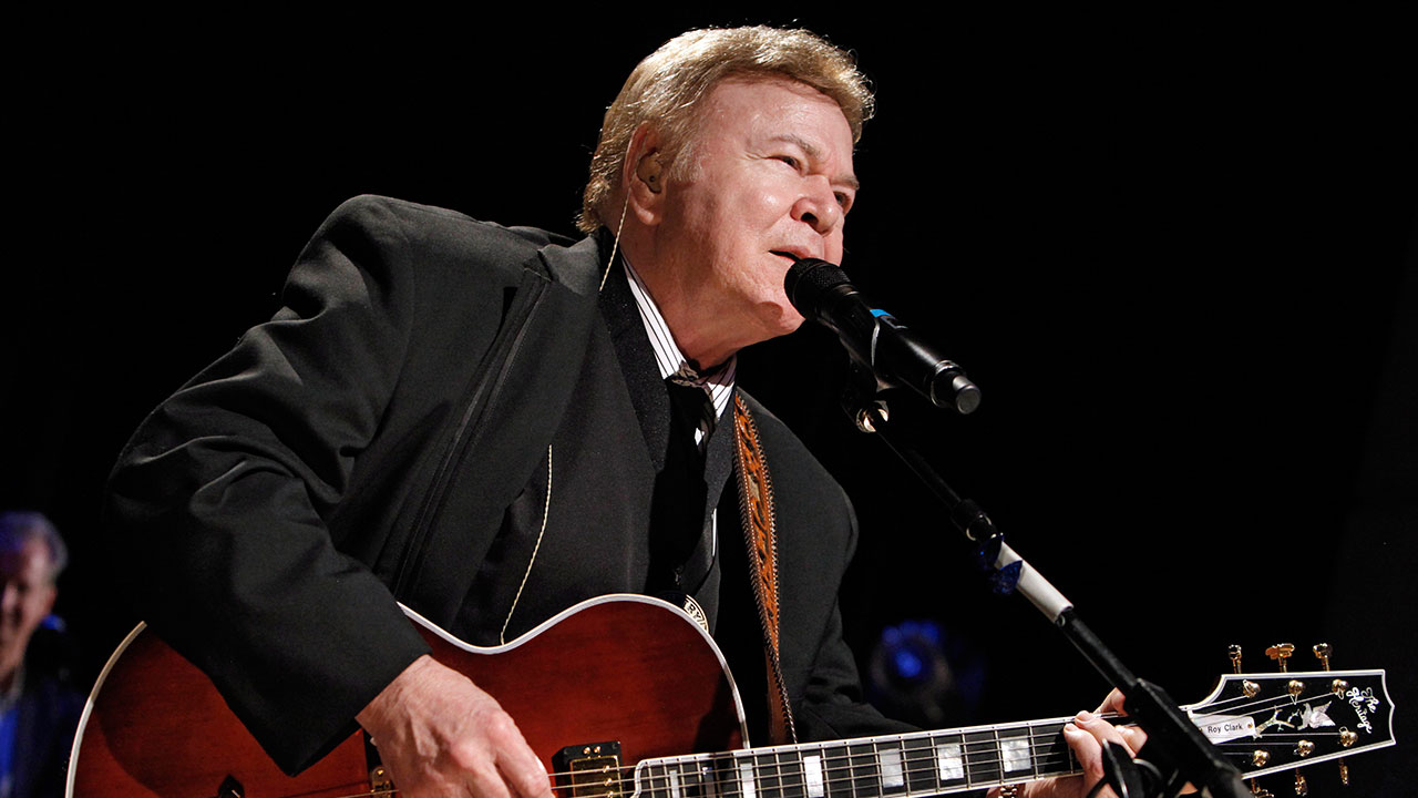 Country music star Roy Clark performs after being inducted into the Country Music Hall of Fame in Nashville, Tenn. on Sunday, May 17, 2009.
