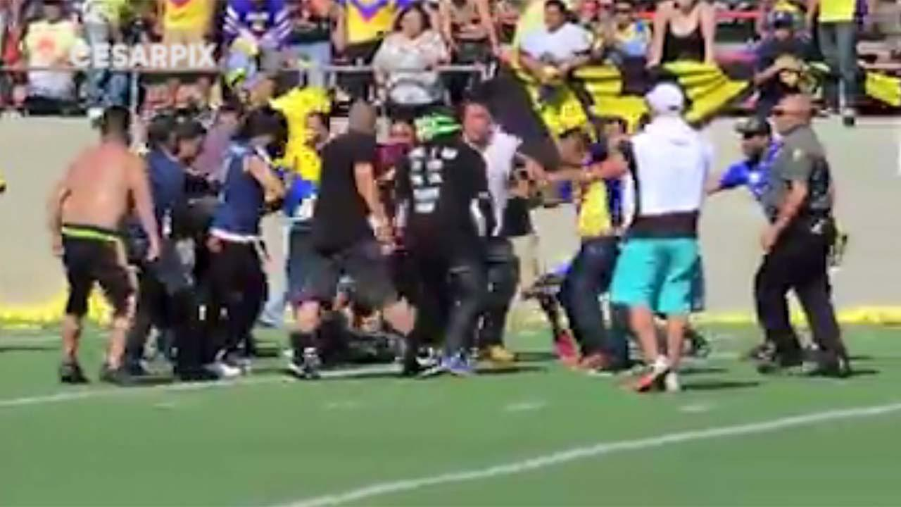 A friendly weekend game in California between former players of two professional Mexican soccer clubs turned violent during halftime when dozens of fans rushed the field.