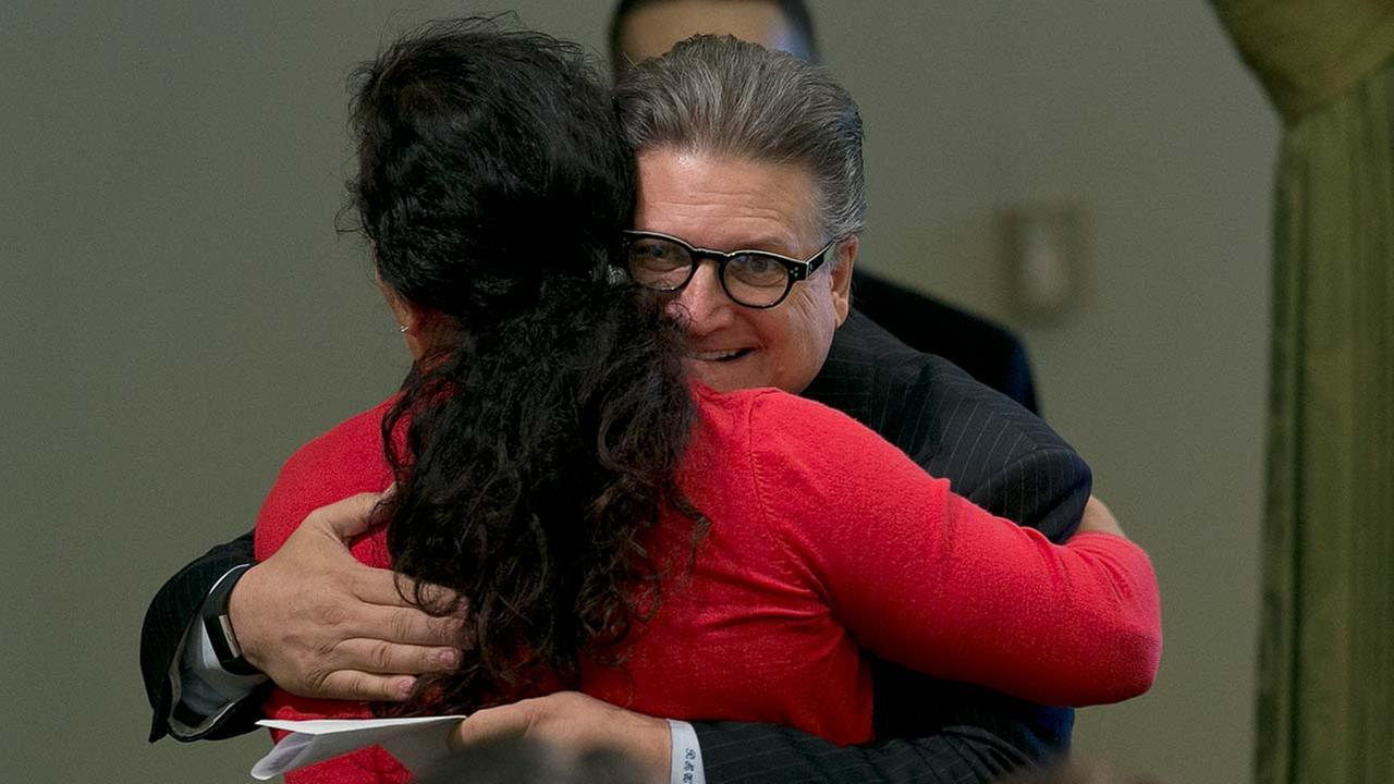 Senator accused of inappropriate hugging by former Fresno lawmaker