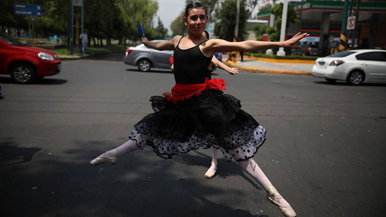 Ballet to cure the Mexico City traffic blues