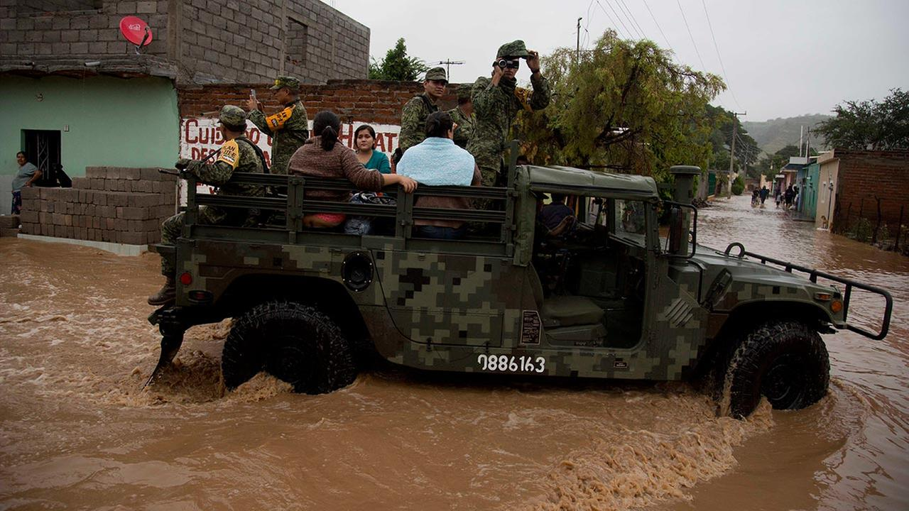 Soldiers evacuate residents to a shelter in Zoatlan, Nayarit state, some 150 km northwest of Guadalajara