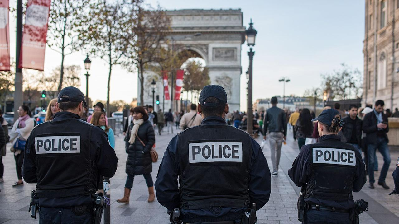 French police officers patrol on the Champs Elysees in Paris, Sunday, Nov. 15, 2015. (AP Photo/Kamil Zihnioglu)
