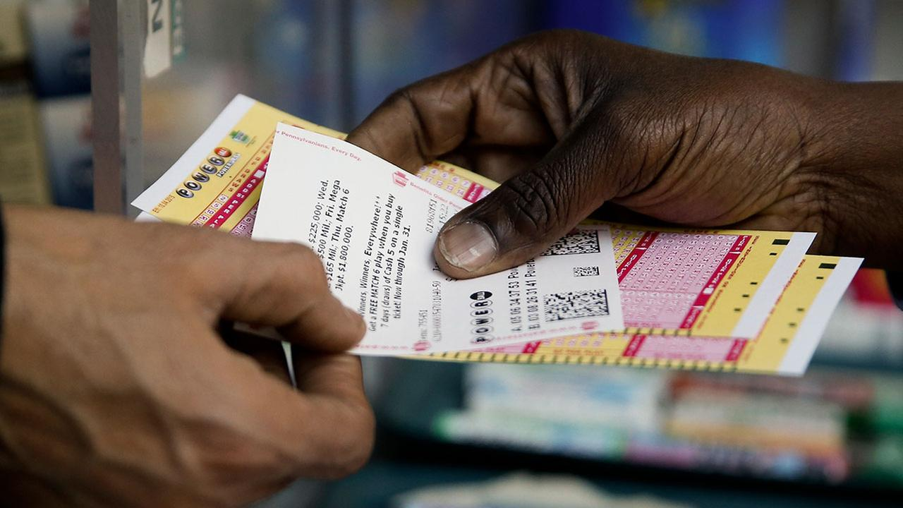 A person purchase Powerball lottery tickets from a newsstand Wednesday, Jan. 6, 2016, in Philadelphia.(AP Photo/Matt Rourke)