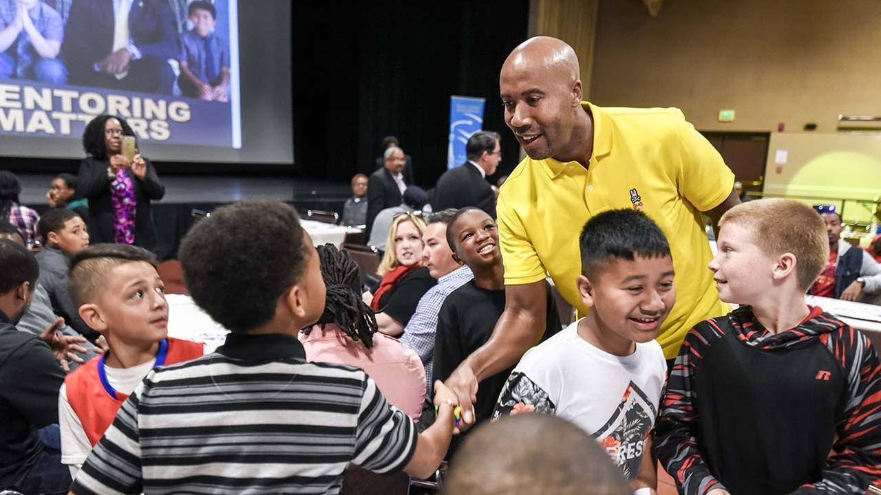 Community Mentors Support Students