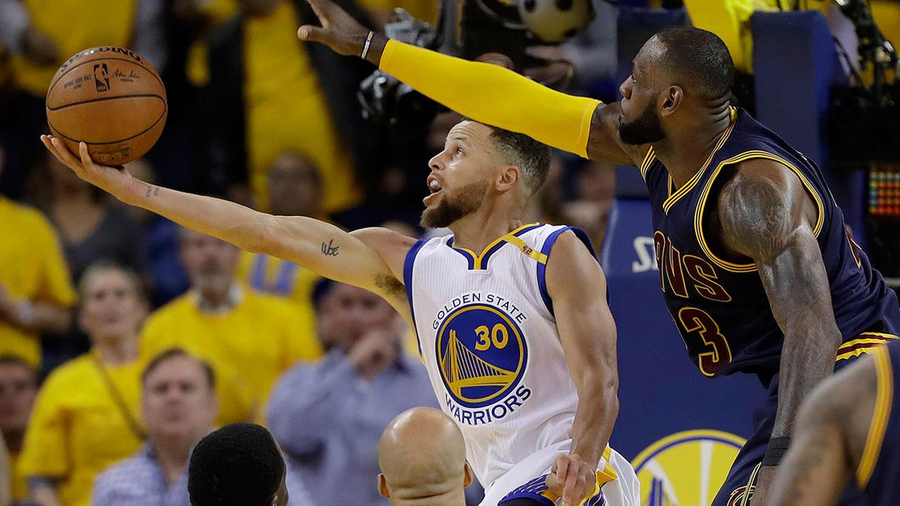 Golden State Warriors guard Stephen Curry (30) shoots against Cleveland Cavaliers forward LeBron James during the second half of Game 1  (AP Photo/Marcio Jose Sanchez)