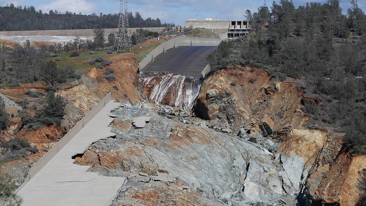 Oroville Dam damaged spillway