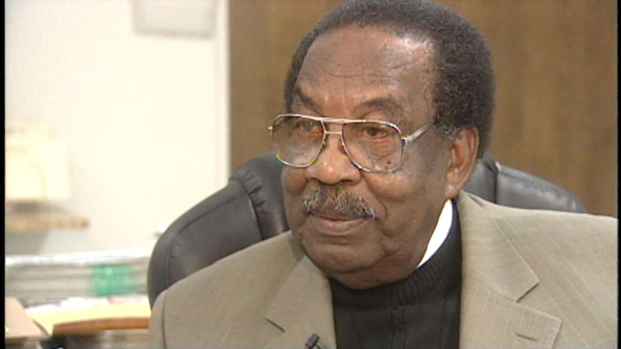 Les Kimber, a prominent leader of Fresnos African American community, has died after a recent illness.