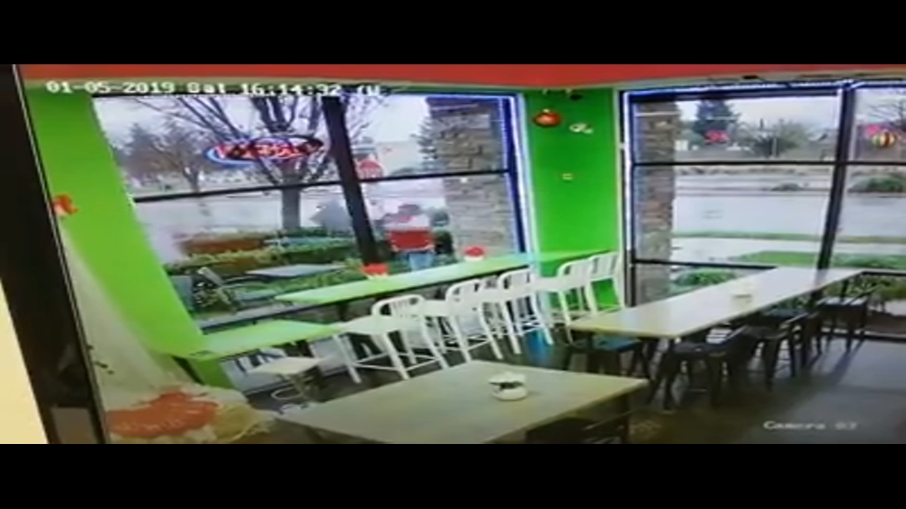 Vandal shatters window at JoJos Yogurt in Clovis