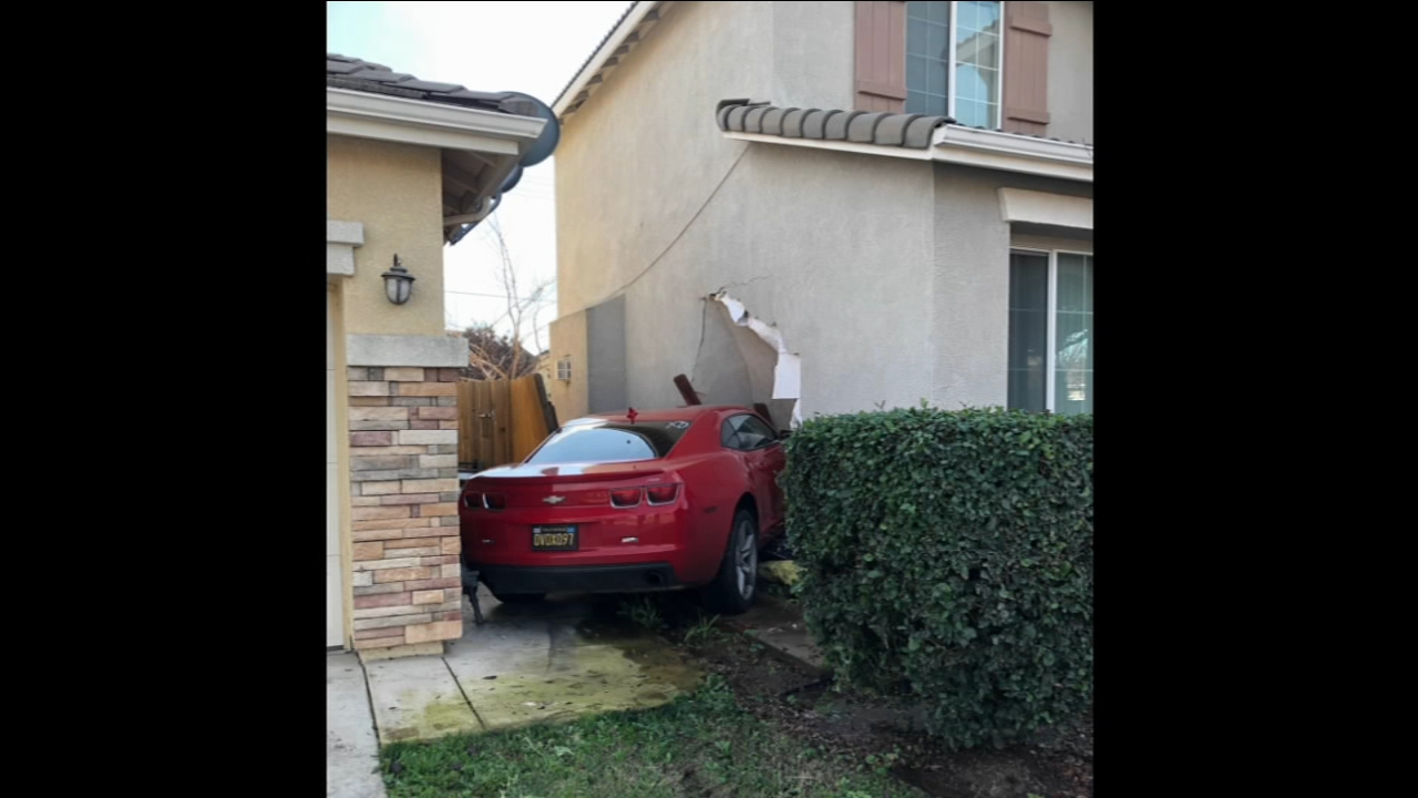 Man arrested for DUI, crashes car through Visalia home