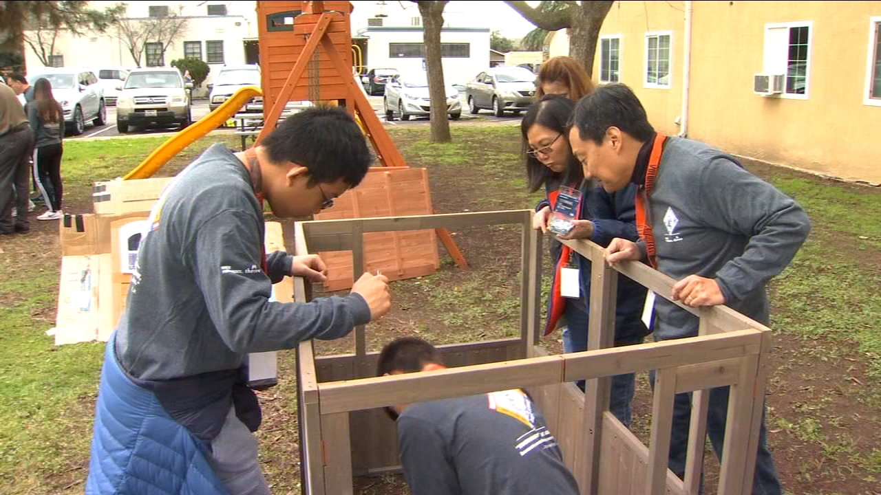 Some 100 employees of Kaiser Permanente Medical Center spent part of Martin Luthern King Jr. Day giving back to the community.