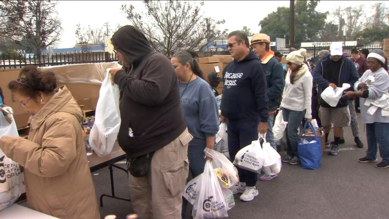 Central California Food Bank hosts food giveaway for federal workers