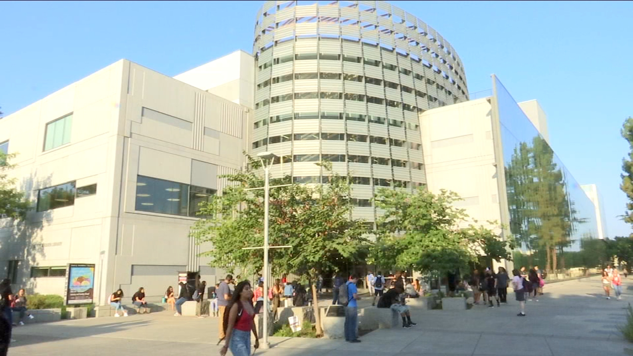 A record number of new and returning students made their way to the Fresno State campus on Thursday morning.