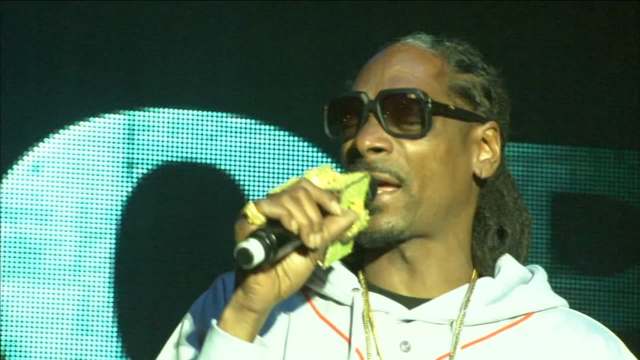 A hip-hop icon was set to return to the valley. Snoop Dogg performs this weekend at a valley spot that keeps attracting crowds.