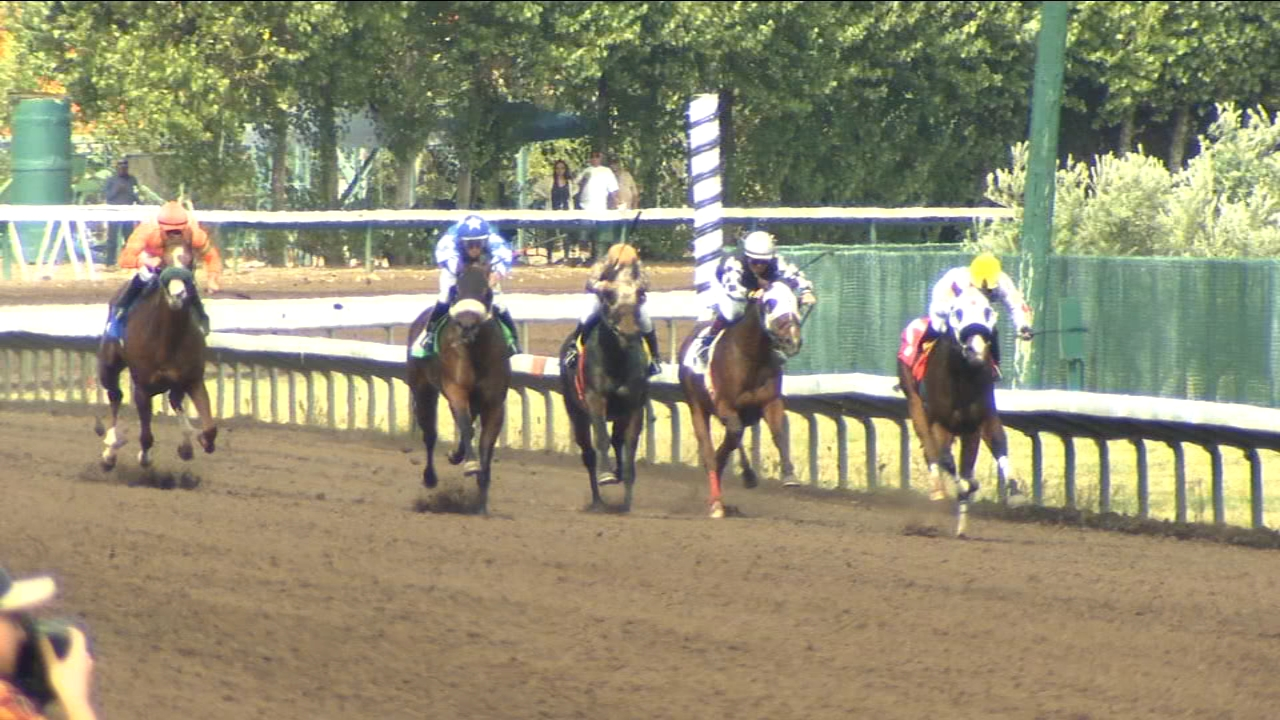 First day of horse racing at the Big Fresno Fair