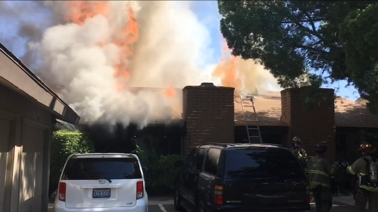 Fire in Northeast Fresno engulfs apartment complex