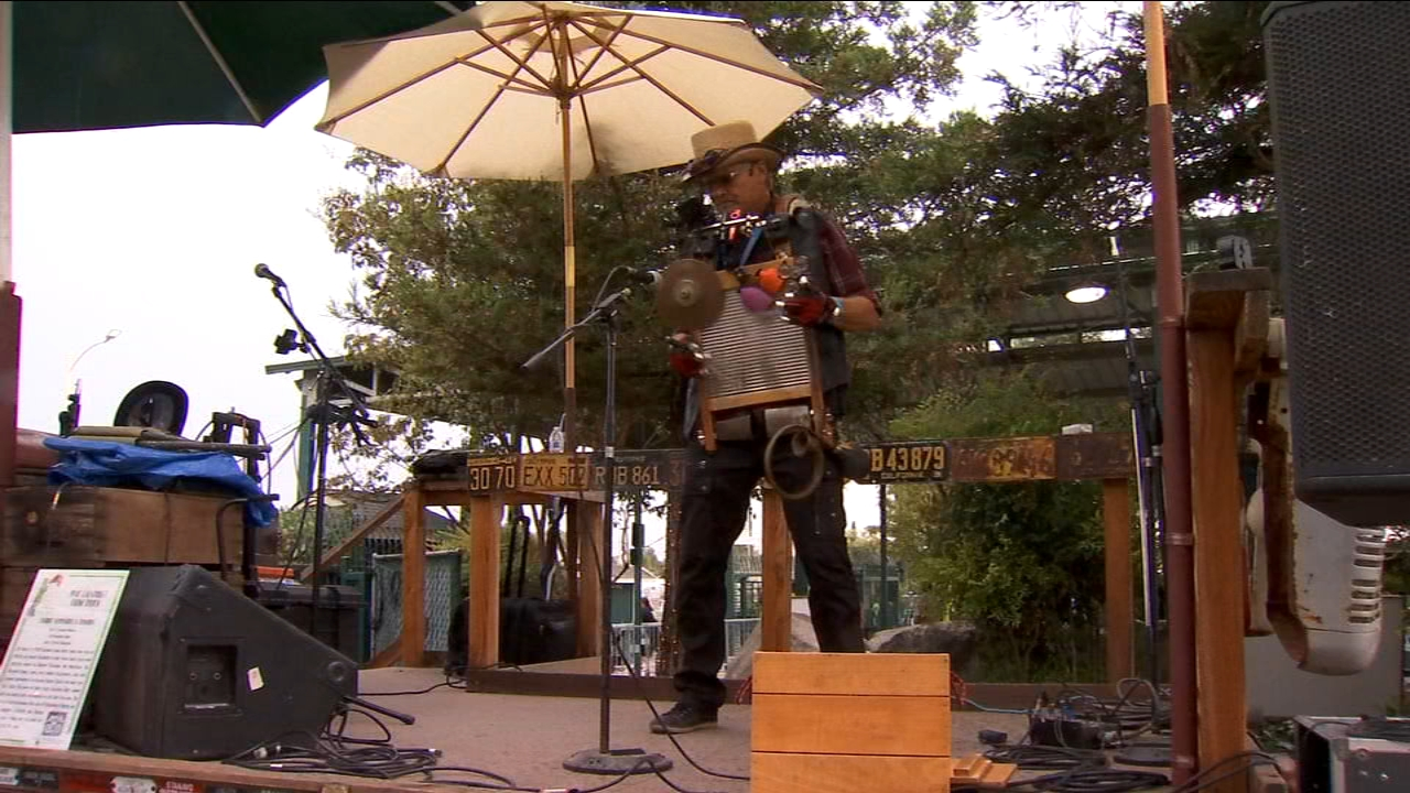 Washboard Willy entertaining the crowds at the Big Fresno Fair