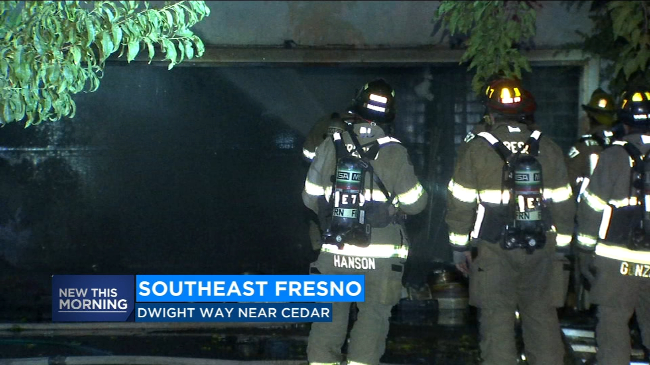 Firefighters put out late night garage fire in Southeast Fresno