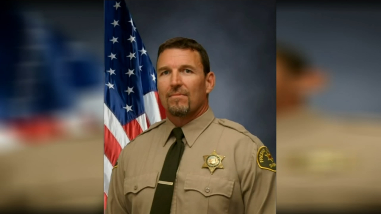 A community is working to honor the memory of a fallen Fresno County Sheriffs Deputy.