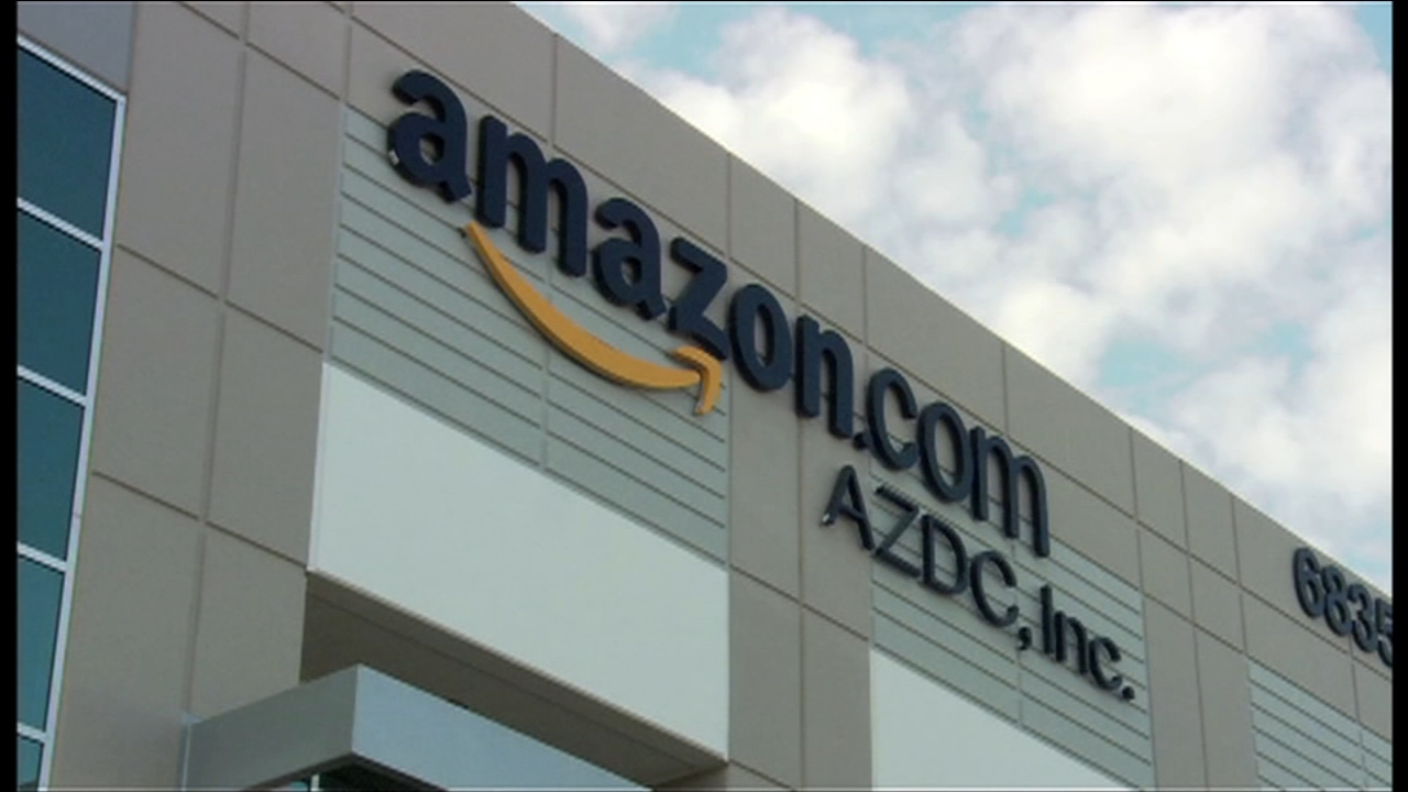 Amazon offers free shipping on holiday season orders