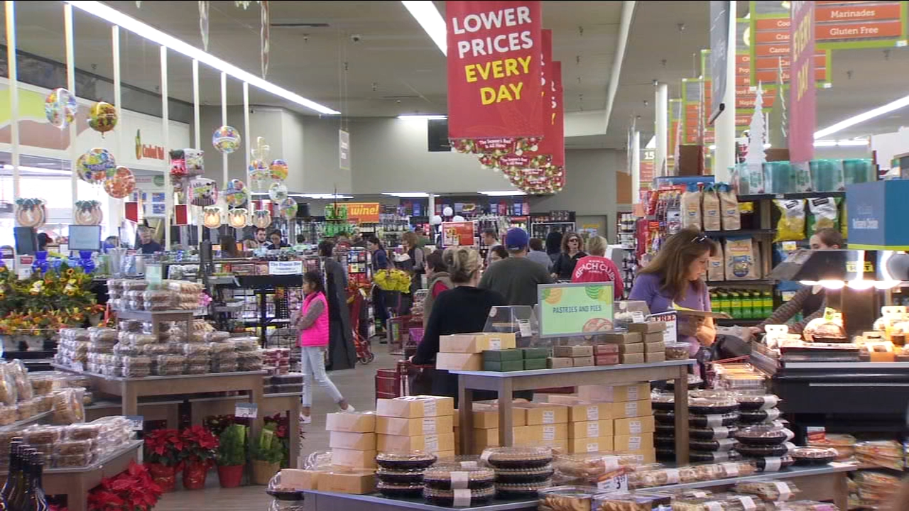 A new report claims itll cost around $5 to feed each person at your dinner table this Thanksgiving.