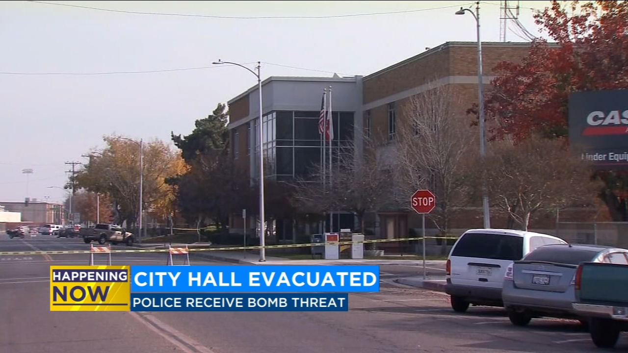 Tulare City Hall evacuated as police investigate bomb threat