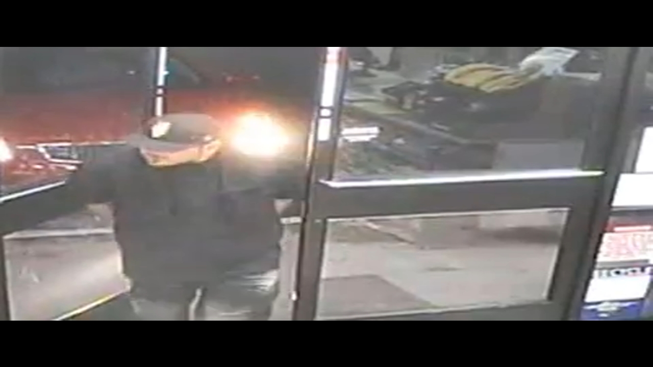 Police search for 3 men who attacked 7-Eleven clerk with bicycle pump