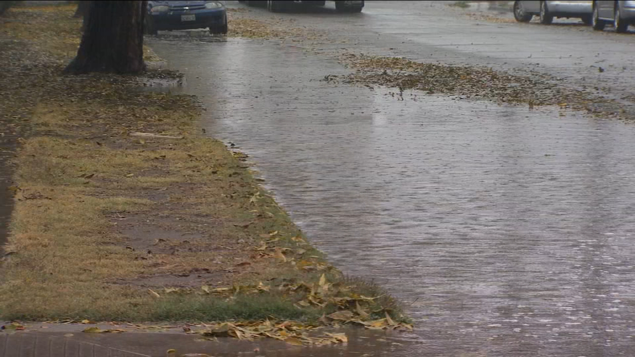 Steady downpour causes hubcap high flooding in parts of Fresno