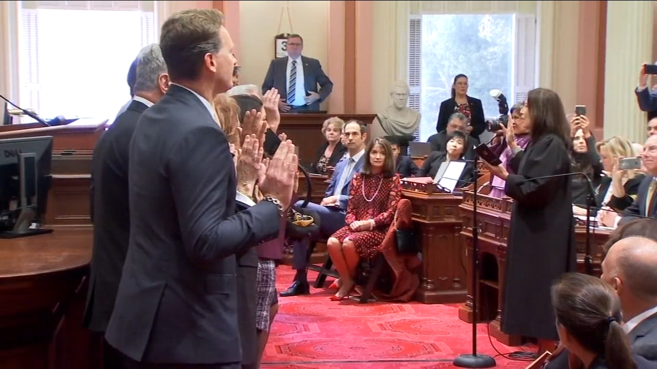 New members of the State Assembly and Senate sworn in at the Capitol