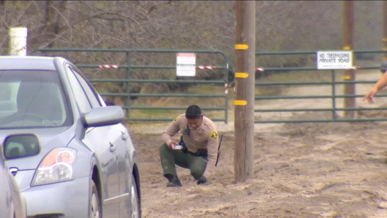 Fresno County Sheriffs deputies say a suspect was shot with his own gun on Thursday during a robbery.