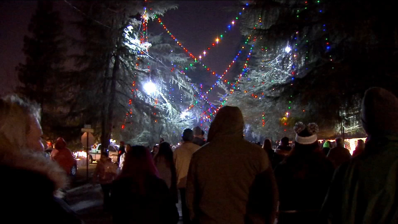 Family doesnt let stolen decorations ruin Christmas Tree Lane walk night
