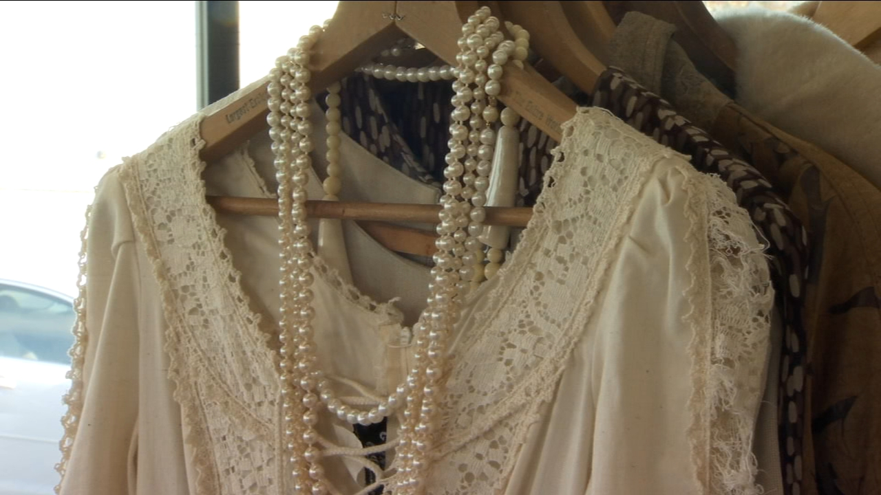 Fans of vintage clothing and accessories now have a new place to shop in Fresno.