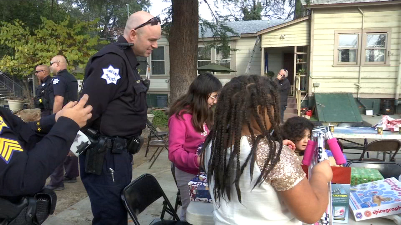 First responders help Santa Claus deliver gifts to Fresno children in need