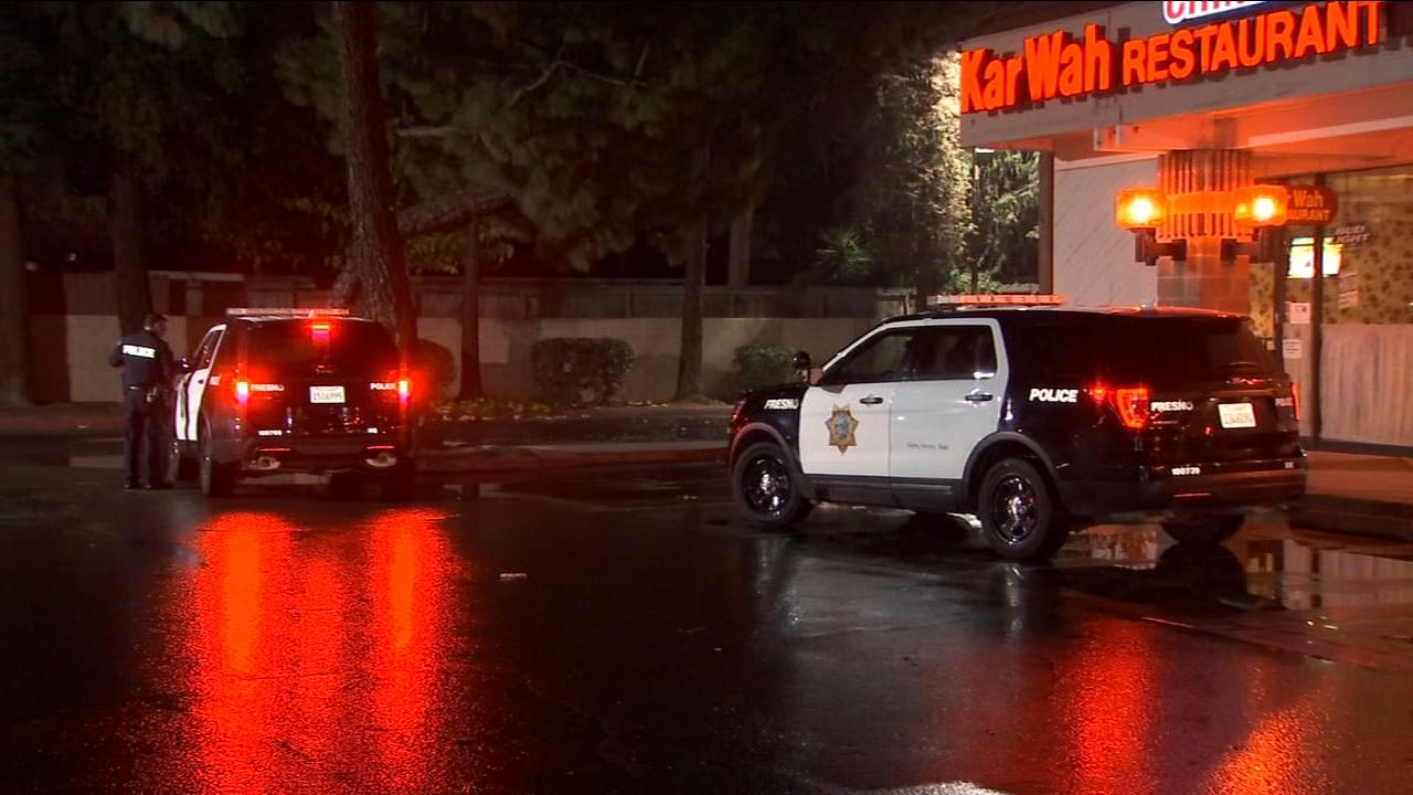 Armed robber storms into restaurant demanding cash in Northwest Fresno