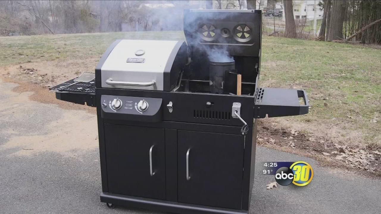 Hybrid gas-charcoal grills