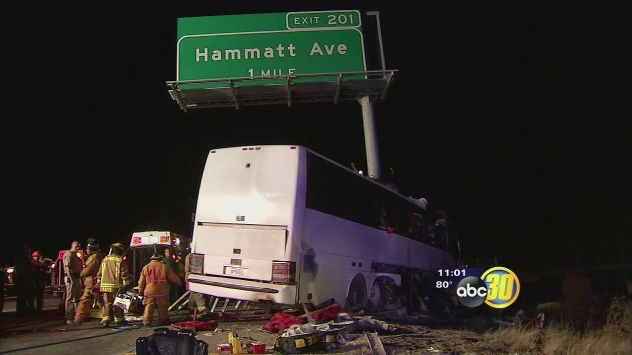 5 killed in bus crash near Livingston