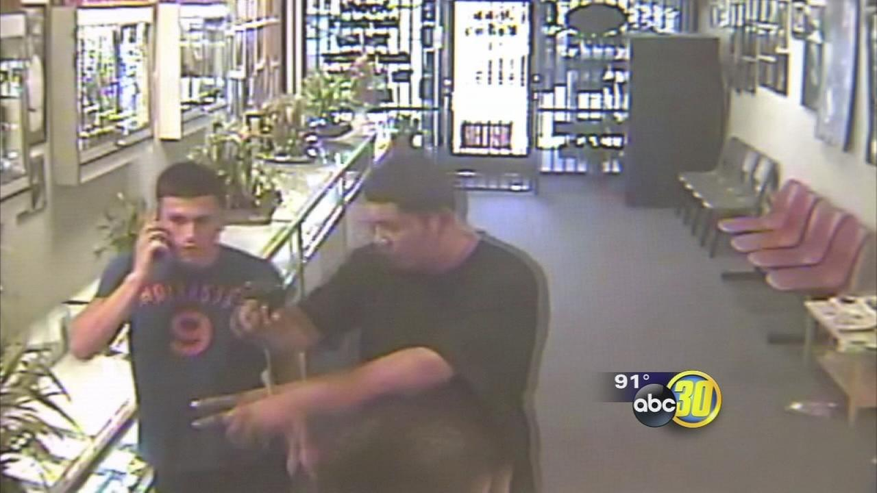 Armed suspects fumble jewelry store robbery in SE Fresno