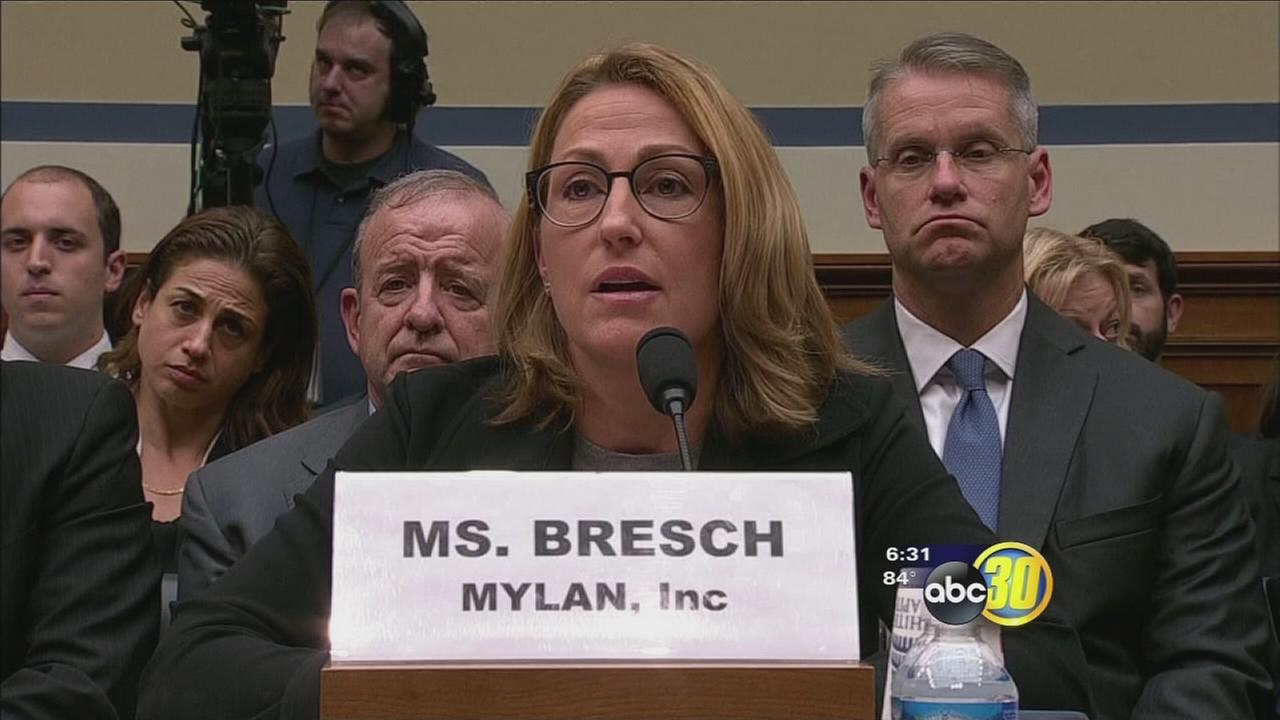 Federal lawmakers put CEO of Mylan in hot seat over cost of EpiPen