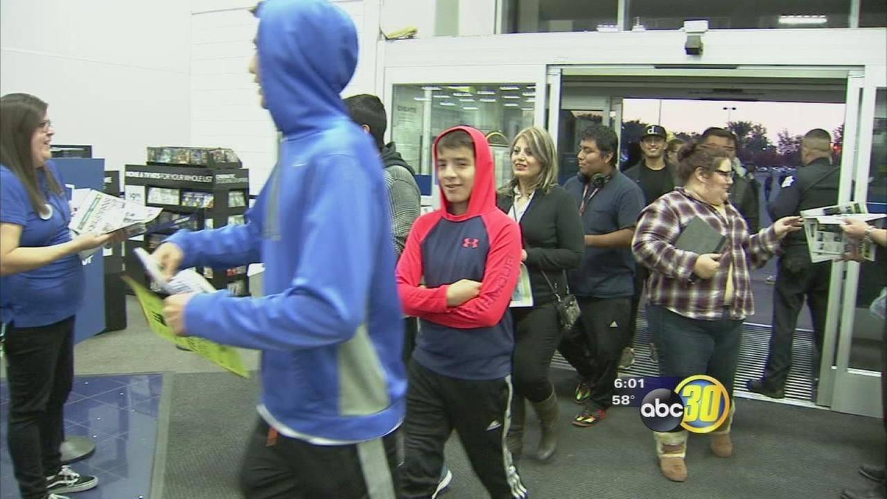 Fresno shoppers brave long lines to get best Black Friday deals