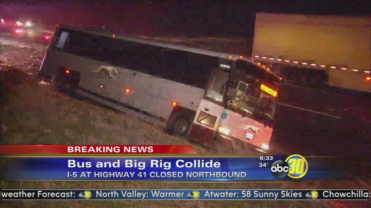4 injured, N/B I-5 closed in Kettleman City, due to Greyhound bus and big rig crash