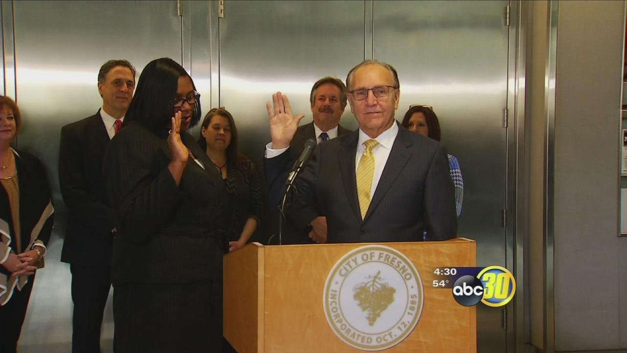 Lee Brand takes the oath of office to become Fresnos Mayor