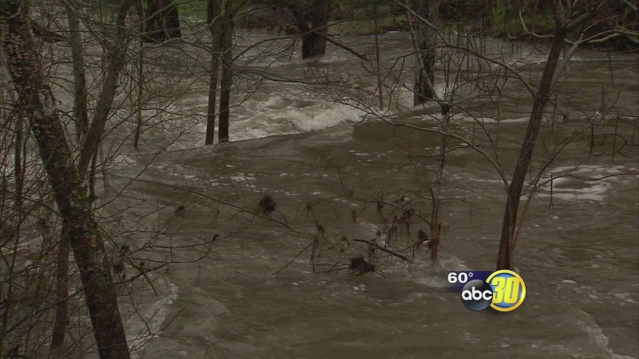Residents prepare for possible flooding after Sheriff issues pre-evacuation advisory in Madera County