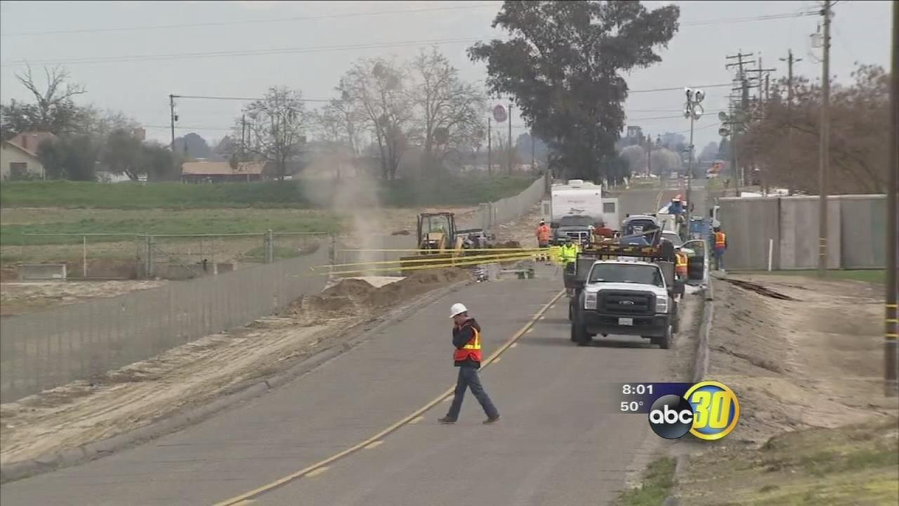 Crew work to repair damaged gas line in Kingburg