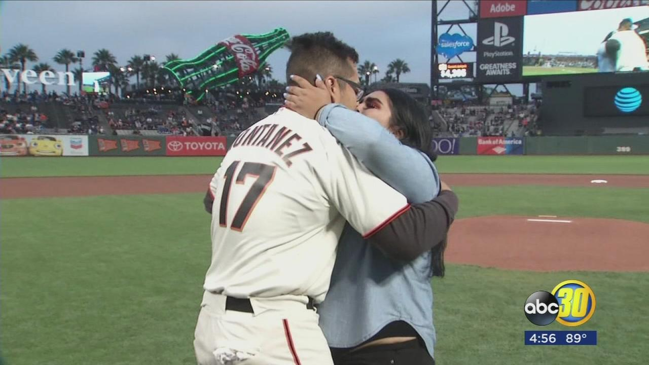 Man proposes to his girlfriend at Giants game