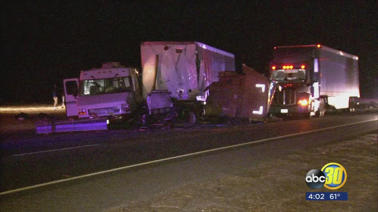 2 people injured in a crash involving a big rig and a car in Fresno County
