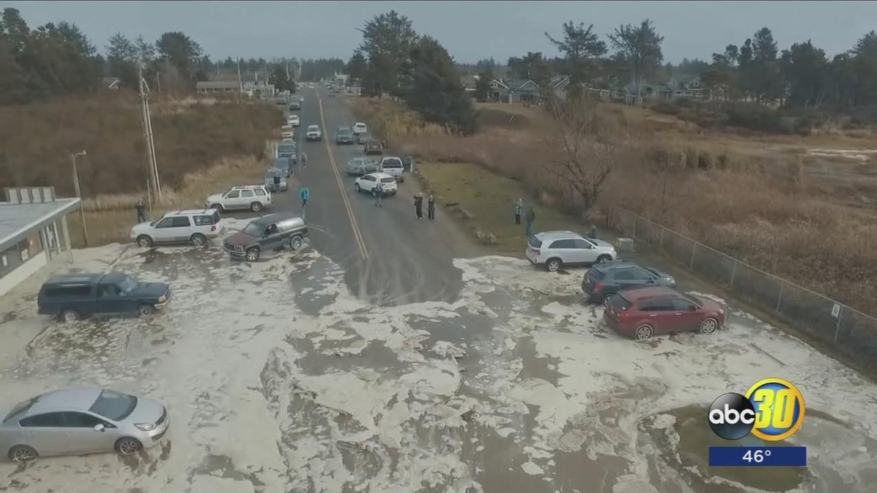 VIDEO: Storm surge and high tide floods road and cars in Washington
