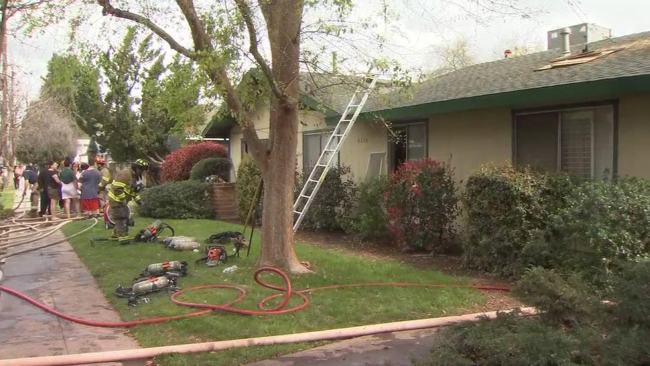 Firefighters battle 2 alarm apartment fire in Northeast Fresno
